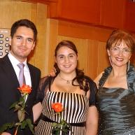 Organizator koncerta Andrej Babnik, mezzosopranistka Alja Koren in voditeljica Zvonka Zupanič Slavec.