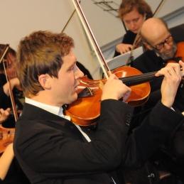 Znan solist orkestra, diplomirani violinist Andrej Gubenšek, dr. med.