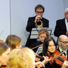 Matija Švagan, dr. med. s trobento in dr. Jernej Podboj s klarinetom.