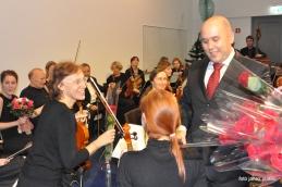 Vsi člani orkestra so dobili tudi vrtnice!