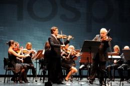 Orkestru se je pri izvajanju Chopinovega Nocturna pridružil solist Andrej Gubenšek.