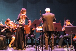 Bornovo priredbo znanih napevov opere Carmen Georga Bizeta je s flavto izvrstno izvedla Anja Colja.