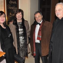 Prva violina, Vildana Repše, dr. Pavle Košorok s soprogo in dirigent, prof. Franc Avsenek.