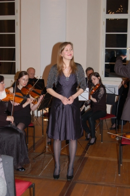 Sopranistka Sanja Zupanič, študentka medicine, je navdušila s prekrasnim glasom.