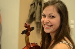 Prve violine smo zelo vesele; tako Kaja...