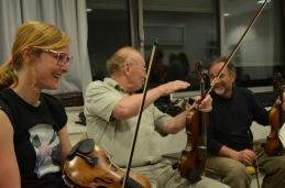 Vedno nasmejani zadnji pulti drugih violin: Maja, Janez, Pavle...