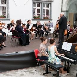 Matejo smo spremljali pri Mozartovem klavirskem koncertu v Es-duru.