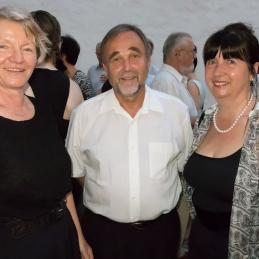 Druženje s publiko; dr. Mojca Demšar in dr. Pavle Košorok.