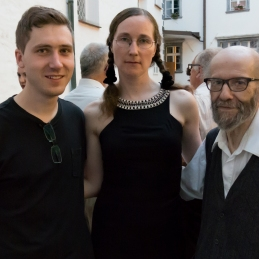 Solist violinist Andrej, violinistka Andreja in prof. Demšar.