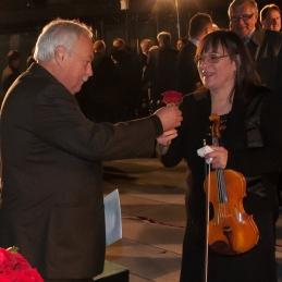 Vrtnico je od dirigenta dobila tudi prva violina, Vila.