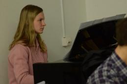 Pozorno sledenje dirigentu.... Pa se je nadaljevalo tudi, ko so solisti odšli...