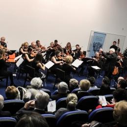 Vlogo prve violine je tokrat prevzela prof. Monika Skalar.