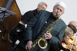 S saksofonom pa Jernej Podboj, dr.med.spec.otorinolaringologije.