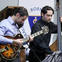 Kitarist Tine Malagaj, dr. dent. med. in kontrabasist Gašper Kren, dr.med.