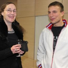 Nasmejani violinisti Andreja in Gašper...