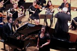 Andrej Babnik in Alja Koren z orkestrom.