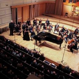 Aplavz nastopajočim! Druženje pa se je preselilo v malo dvorano Slovenske Filharmonije.