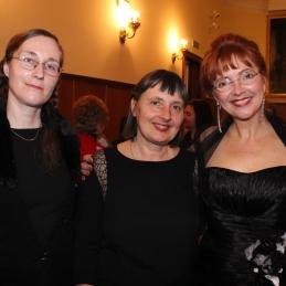 Violinistka Andreja, violončelistka Jelka in prof. Slavec.