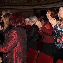 ... in iskreno navdušenje publike. Nastopajoči upamo, da smo polepšali tako večer prisotnim v Operi, kot tudi prihajajoče dni stanovalcev hiše Hospic.