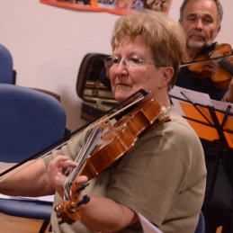 Še violistka Staša...
