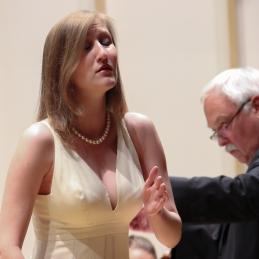 Sanja Zupanič in dirigent.