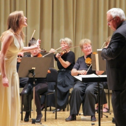Pa še igriva Mein herr Marquis J. Straussa, v izvedbi Sanje Zupanič in priredbi dirigenta Avseneka.