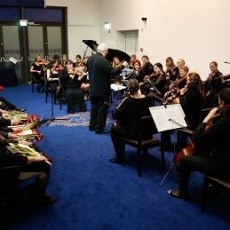 In še orkester z druge strani.