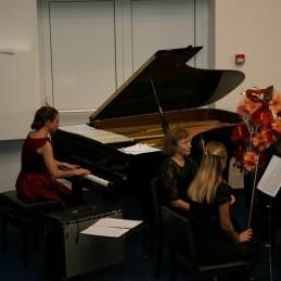 Najprej je z nami nastopila pianistka, Mateja Lasič, dr. med.