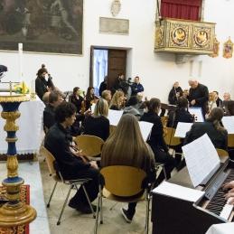 Solist z orkestrom.