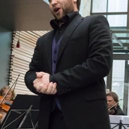 Z nami je izvedel dve Mozartovi deli: arijo Papagena iz opere čarobna piščal...