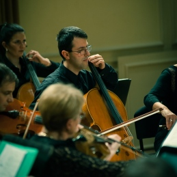 Violončelisti, Aleš in za njim Nina.