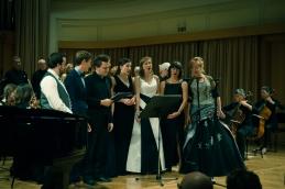 ... skupaj s solisti, tako pevci kot inštrumentalisti, zborom, voditeljico koncerta prof. Slavec in publiko (!)....