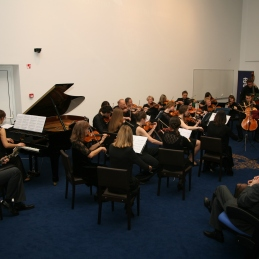 Z orkestrom.
