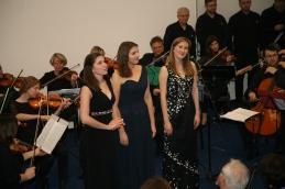 Študent Akademije za glasbo Tine Bec je za godalni orkester in 3 sopranistke priredil slovensko ljudsko pesem Zrejlo je žito.